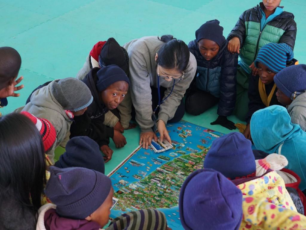 擁抱非洲,傳遞一萬兩千公里的希望種子
