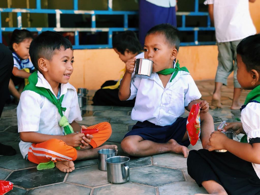 用一杯豆漿開啟柬埔寨村莊的學習之路