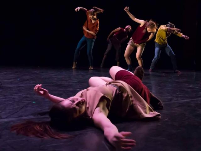 舞蹈為失明編舞家開啟希望之光-滯留島舞蹈劇場翱翔國際計畫